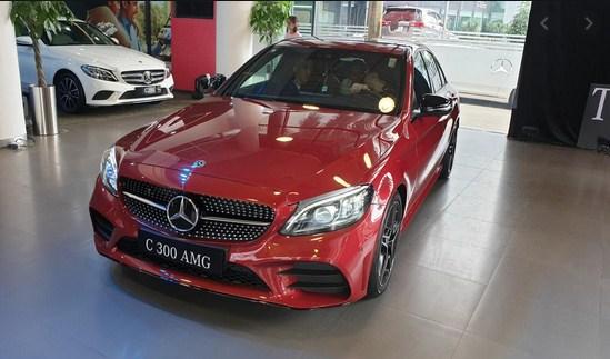 Tiện ích vượt trội Đá Cốp xe Mercedes C300 AMG 2020 không mấy chủ nhân sử dụng