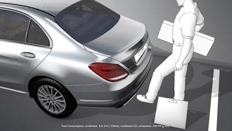 Tiện ích vượt trội Đá Cốp xe Mercedes C300 AMG 2020 không mấy chủ nhân sử dụng (2)