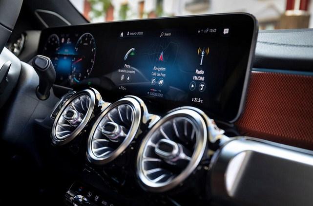 Đánh giá xe Mercedes-Benz GLB 2021 mới nhất