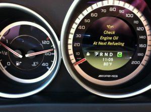 Lỗi thông báo check engine oil level when next refuelling mercedes là gì ?