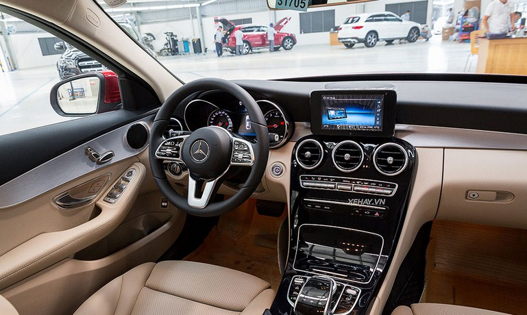 Tôi 20 tuổi thu nhập mỗi tháng 20 Triệu đồng có mua được Mercedes C180 hay không ?