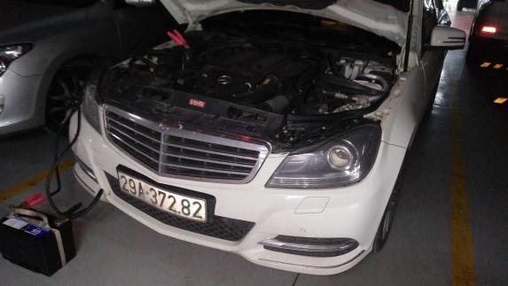 Câu bình để khởi động xe Mercedes-Benz GLC