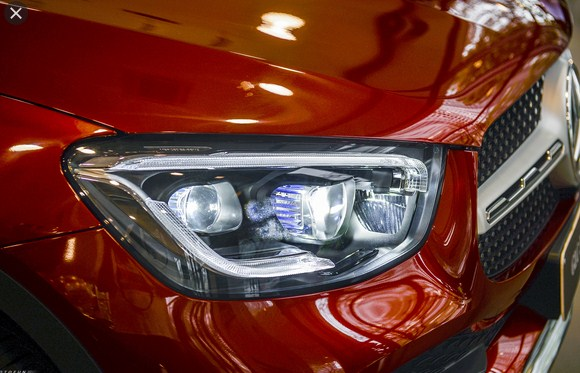 Cum đèn pha Multibeam Led trước của Mercedes GLC 300 4Matic có khác biệt gì ?