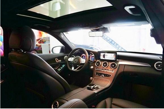 Những điểm mới trên xe Mercedes C300 AMG 2021