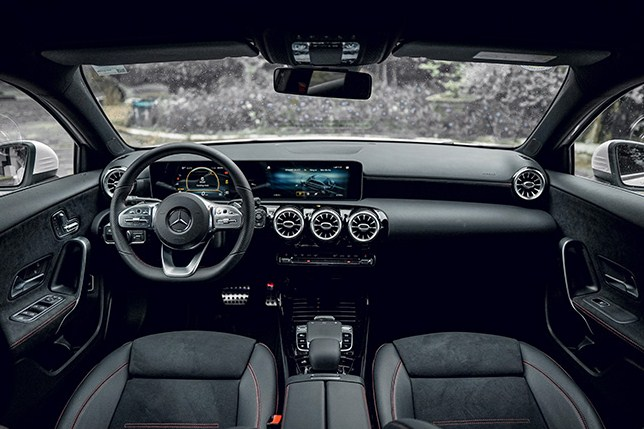 Mercedes-AMG A35 giá bao nhiêu ?