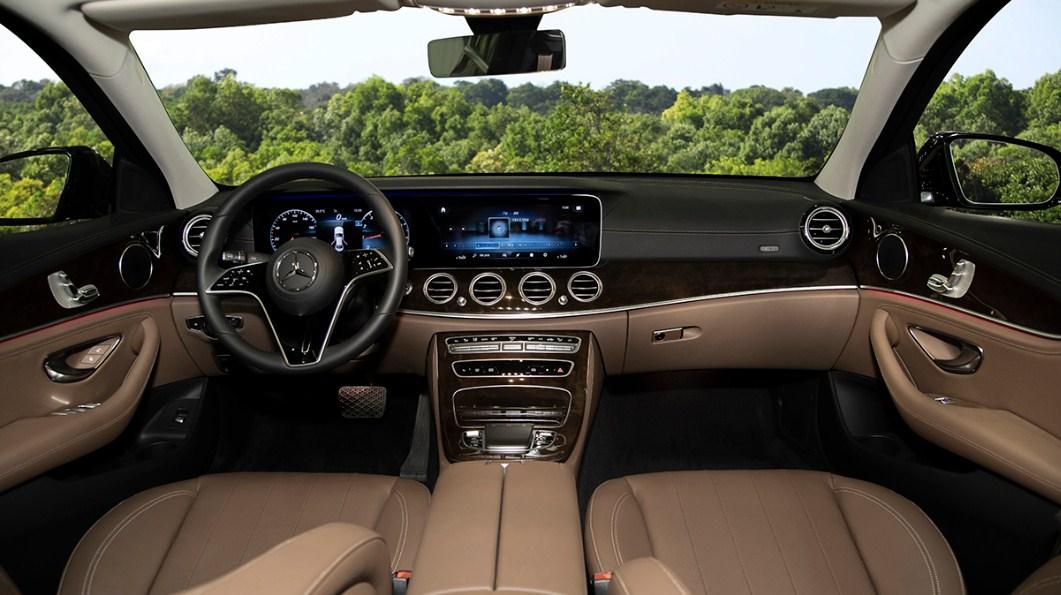 Mercedes E200 Exclusive 2022 mercedes vietnam (1)